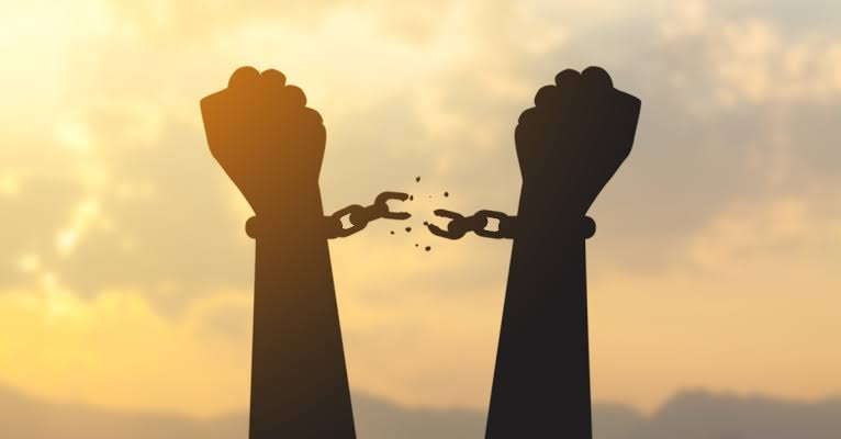 After 65 days in detention, bitcoin trader regains freedom as SiBAN intervenes.